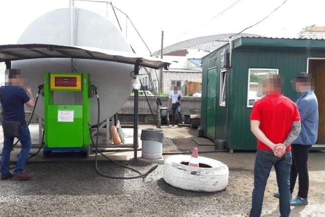 У Житомирі на проспекті Незалежності реалізовували дизельне пальне із сумнівних ємкостей та без належних дозволів