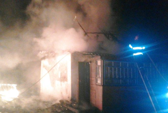 У Новоград-Волинському районі вогнеборці ліквідували пожежу в приватному домоволодінні