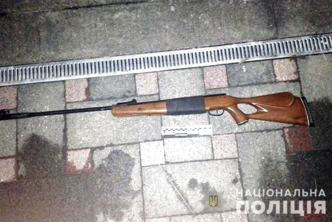 У Черняхівському районі підлітки бавилися з пневматичною гвинтівкою: один з них отримав поранення