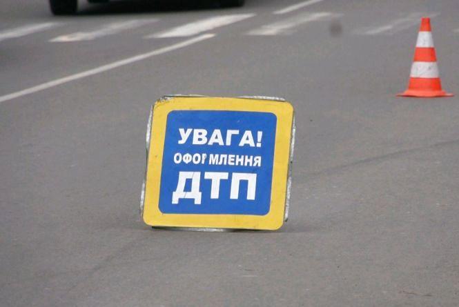 ДТП у Радомишльському районі: фура налетіла на легковик, пасажири травмовані