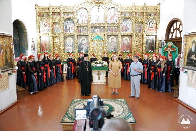 Іспит в церкві: випускники коледжу культури та мистецтва здавали екзамен з хорового співу у Свято-Михайлівському соборі