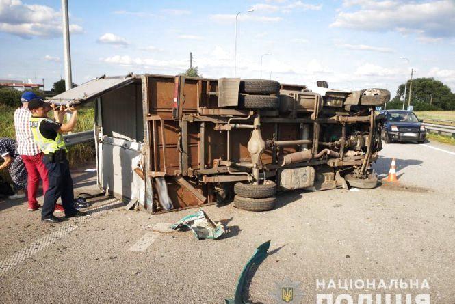 ДТП у Коростишівському районі: зіштовхнулись вантажівка та мікроавтобус
