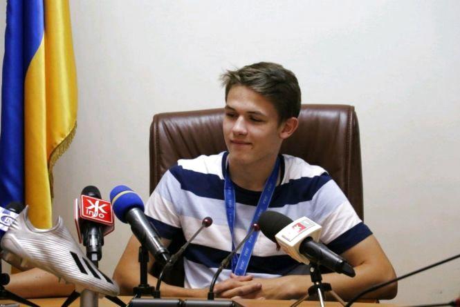 Після перемоги збірної України U-20 на Чемпіонаті світу з футболу Житомир відвідав   футболіст Данило Сікан