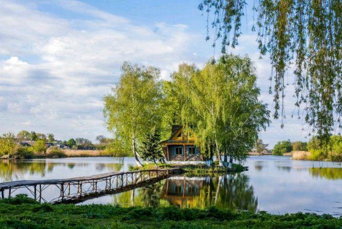 Обирай до смаку подорож Житомирщиною: скелі, озера, музеї, палаци, монастирі