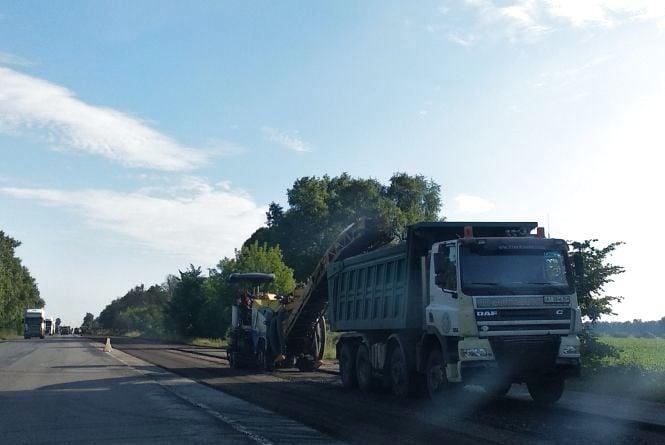 На автодорозі Житомир — Могилів-Подільський продовжується ремонт. Фотофакт