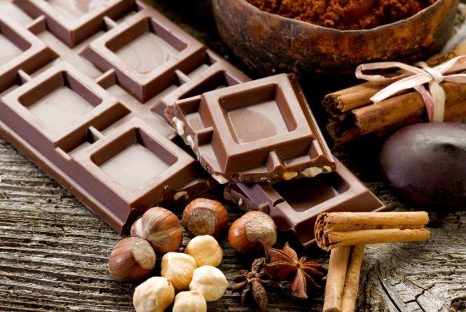 Сьогодні - Міжнародний день шоколаду: вітаємо шокоголіків і розповідаємо про користь і   шкоду смаколика