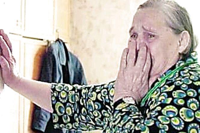 У Житомирі молодик вдерся до будинку пенсіонерки і зірвав з неї золоті сережки