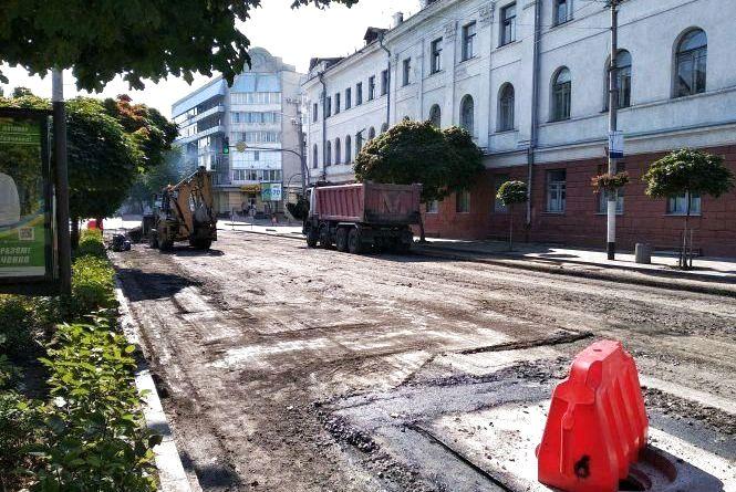 Рух транспорту по Великій Бердичівській обмежено до кінця місяця