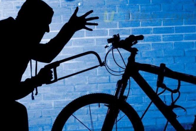 В Овручі 18-річний хлопець викрав за місяць 6 велосипедів