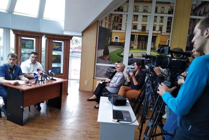 У Коростені на дільницях затримали 4 журналістів, у поліції кажуть про підробку посвідчень