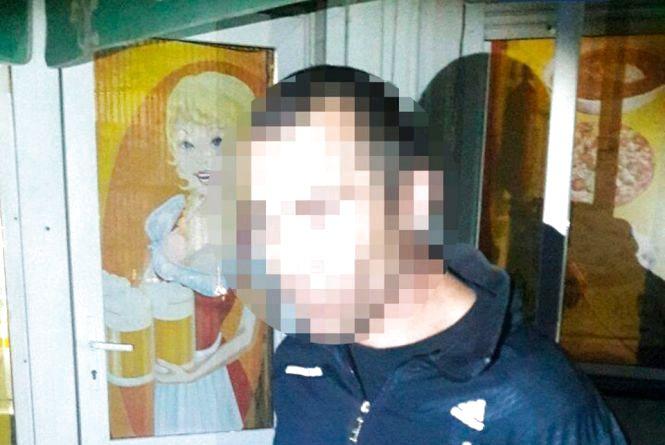 До зачиненого кафе на вулиці Домбровського в Житомирі о 4-й ранку проник чоловік