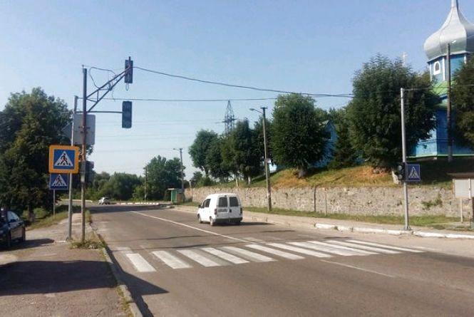 На автодорозі М-21 Виступовичі – Житомир – Могилів-Подільський біля с. Гришківці встановили 18 світлофорів