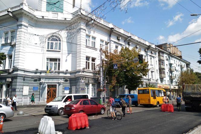 Центр міста в розкопках: ремонтують дороги