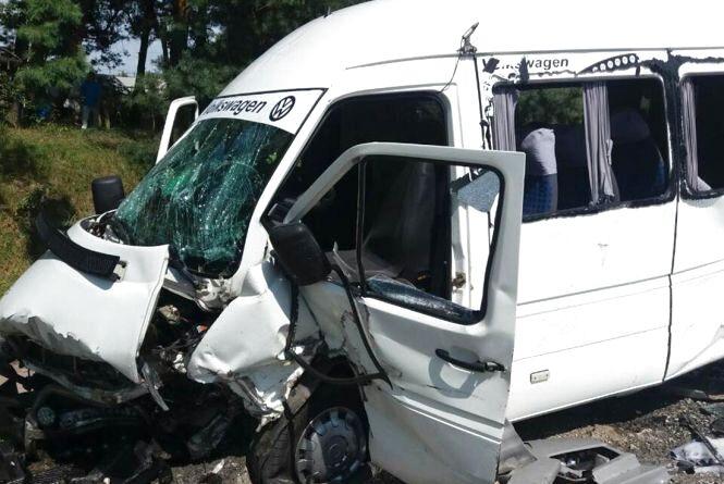 Масштабне ДТП з маршруткою біля Тетерівки: травмовано 24 людини
