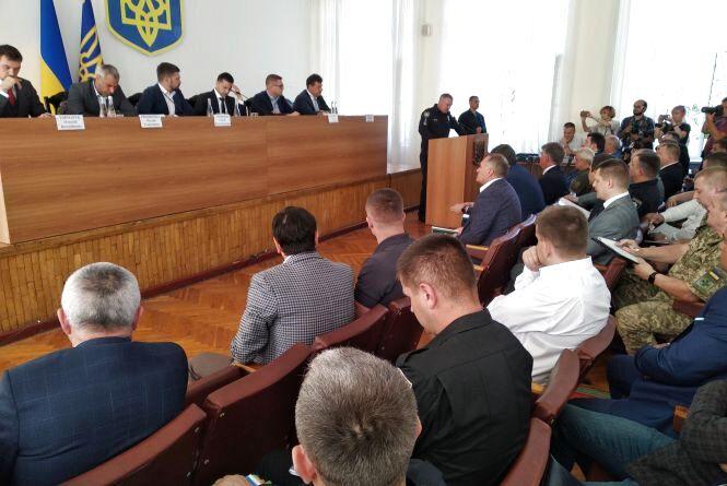 В Олевську за участі президента обговорюють питання протидії незаконному промислу бурштину