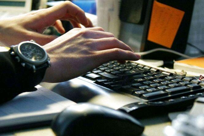 Поліція вкотре закликає жителів Житомирщини не повідомляти нікому конфіденційні дані доступу до банківських рахунків