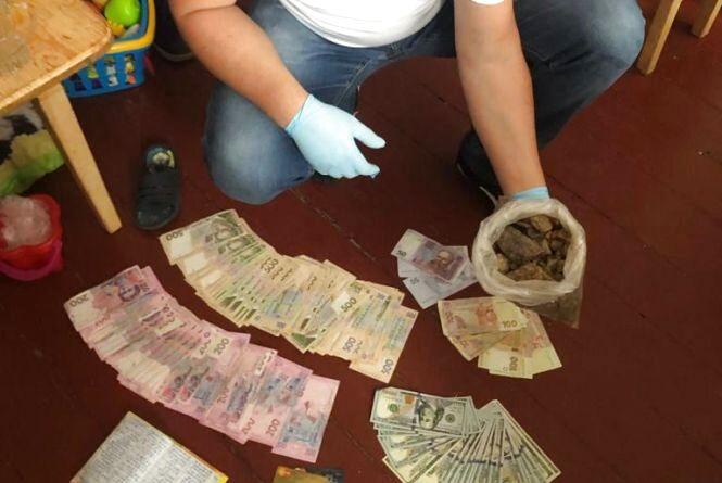 У Житомирі працівник виправної установи постачав ув'язненим метадон та марихуану