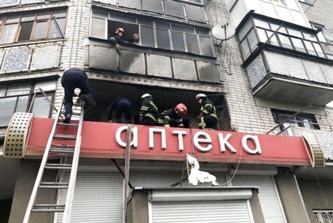 Житомир: поки господарів не було вдома, на балконі виникла пожежа