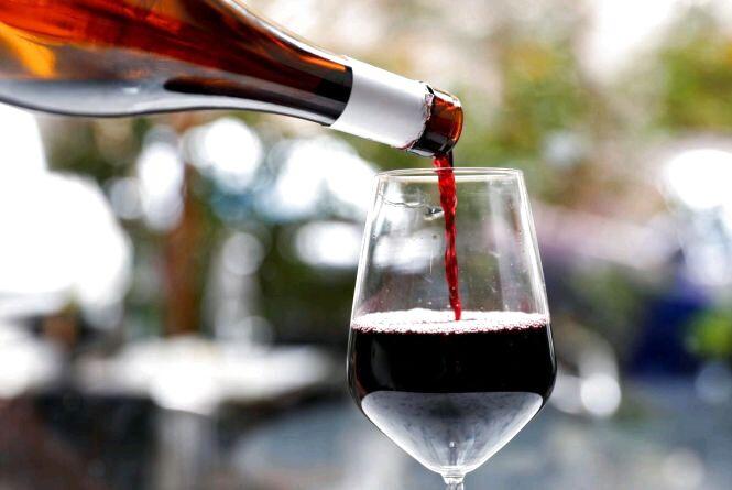 За продаж алкогольних напоїв на розлив без права здійснювати таку діяльність – штраф 6800 гривень