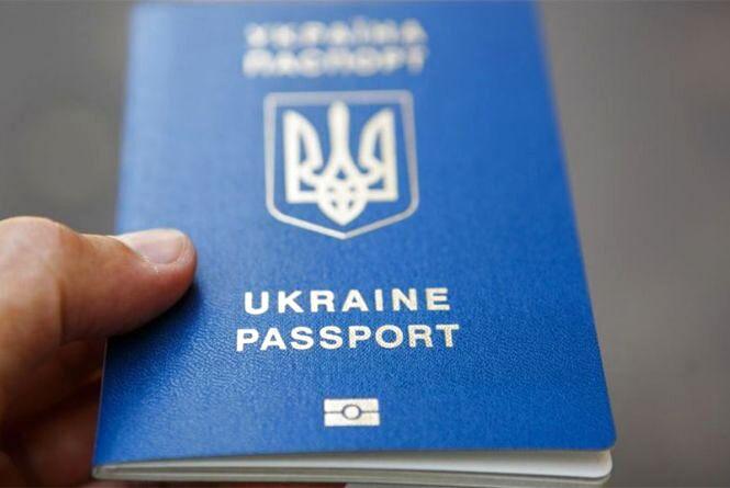 У Житомирідівчина намагалась отримати кредитку за чужим паспортом
