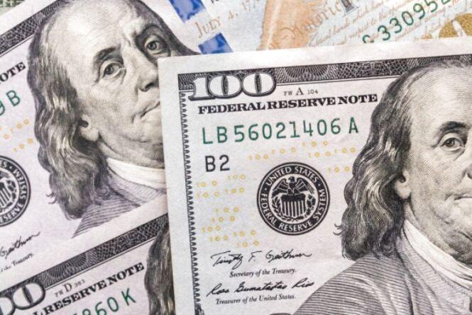 Долар подешевшав