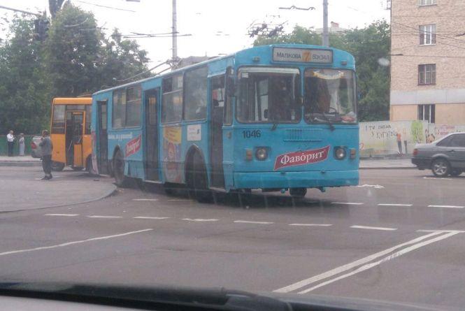 У зв'язку з ремонтом вул. Перемоги сьогодні тролейбуси маршрутів №2,3,5-а не ходитимуть