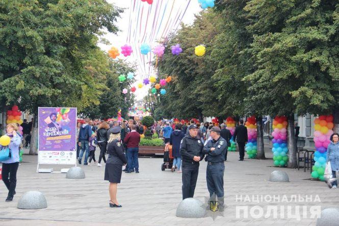 250 поліцейських забезпечуватимуть правопорядок і безпеку учасників святкових дійств у Житомирі та кількох райцентрах області