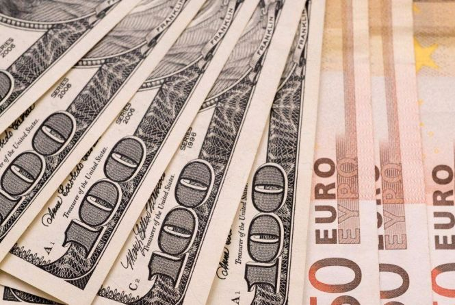 Курс валют на 11 грудня: євро здорожчав, долар - на місці