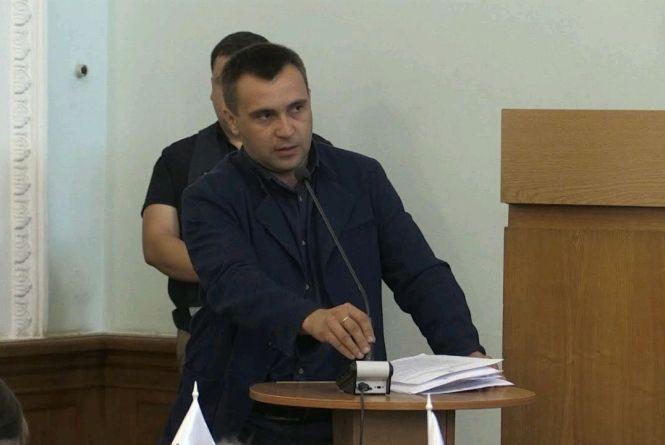 Чому начальник управління транспорту і зв'язку Житомирської міськради продовжує працювати попри написану заяву на звільнення