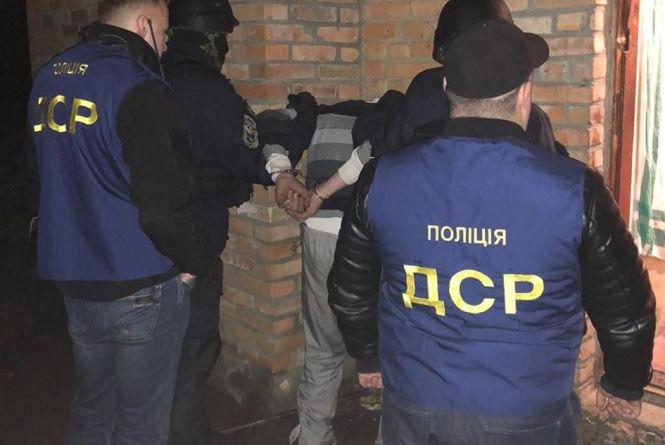 На Житомирщині за продаж зброї поліцейські затримали злочинну групу