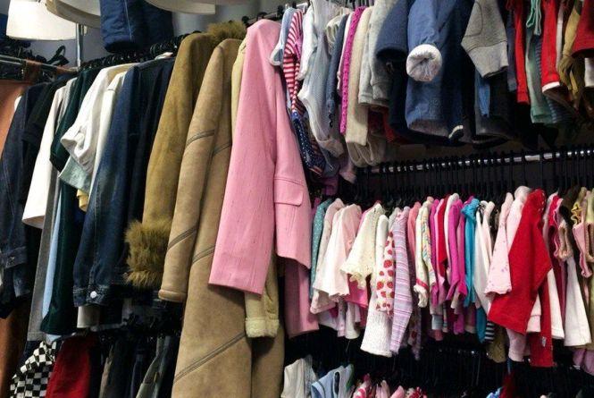 У Житомирі продовжують збирати одяг для нужденних