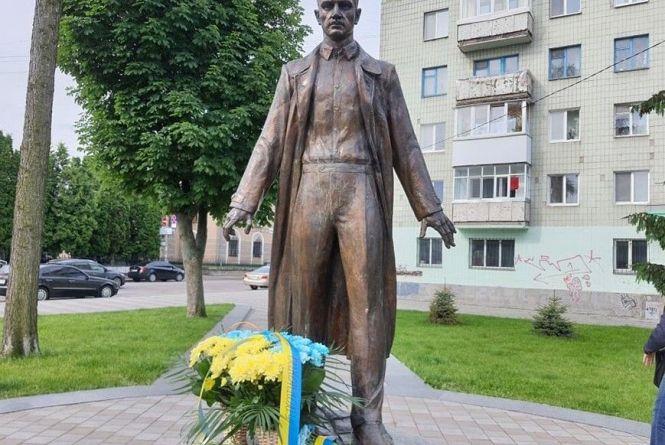 Сьогодні у Житомирі вшанували пам'ять Олега Ольжича до роковин його смерті