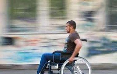 Історія про байдужість та відсутність людяності: як житомирянин з інвалідністю просив виділити йому тамбур під коляску
