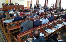 На сесії облради звернулися до Кабміну з проханням про гроші на дороги та звільнення очільника обласної САД Геннадія Савченка