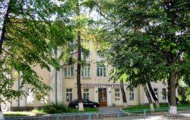 """Міськрада не продовжила оренду університету """"Україна"""": в приміщенні знову буде школа"""
