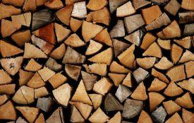 У Любарі 91-річну жінку привалило дровами: знадобилась допомога рятувальників