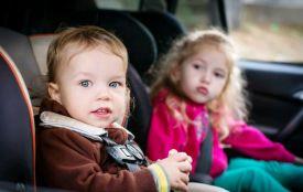 Відзавтра в Україні починають штрафувати водіїв за перевезення дитини без автокрісла